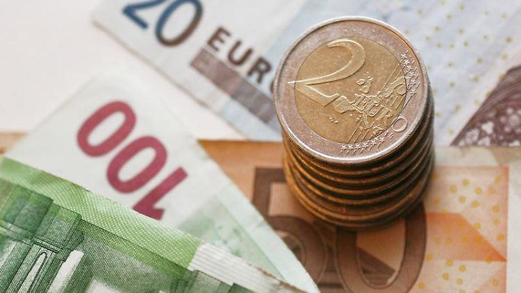 Auf dem P-Konto erhält der verschuldete Kontoinhaber Pfändungsschutz bis zu einem Grundfreibetrag von 1028,89 Euro im Monat. (Bild: dpa-infocom)