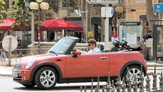 Wer einen Mietwagen buchen will, kommt bei einem Online-Vermittler günstiger. Das zeigt ein Test. (Bild: BMW/dpa/tmn)