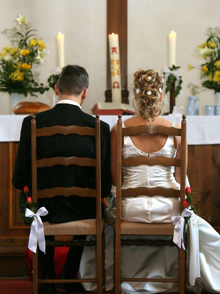 Kirche Von England Zeigt Sich Modern Heirat Und Taufe