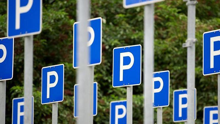 Verwirrend: Fürs Parken gibt es viele Spielregeln, die längst nicht jedem Autofahrer geläufig sind. (Bild: Endig/dpa/tmn)