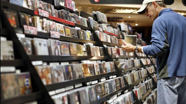 Wer war 2008 in den Plattenläden erfolgreicher - Newcomer oder Altmeister? Media Control hat die nach den Verkaufszahlen erfolgreichsten Künstler des Jahres bekannt gegeben. Beginnen wir mit den Single-Charts.
