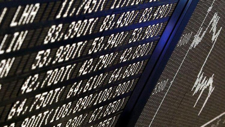 Mit ETF's können Anleger auf einen Index wie den DAX setzen. Allerdings gibt es mittlerweile viele ETF-Varianten. Nicht jede ist für Privatanleger geeignet. (Bild: Rumpenhorst/dpa/tmn)