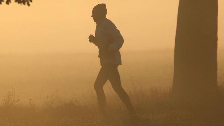 Wer es beim Sport übertreibt, schwächt sein Immunsystem. (Bild: dpa)