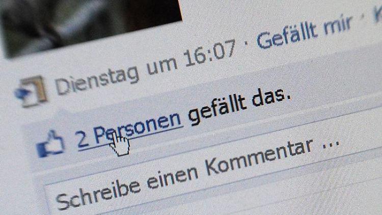 Der «Gefällt mir»-Button - für viele Firmen ist der Auftritt in sozialen Netzwerken wie Facebook wichtig. Deshalb gibt es jetzt sogar das Berufsbild Social Media Manager. (Bild: Marcus Brandt/dpa)