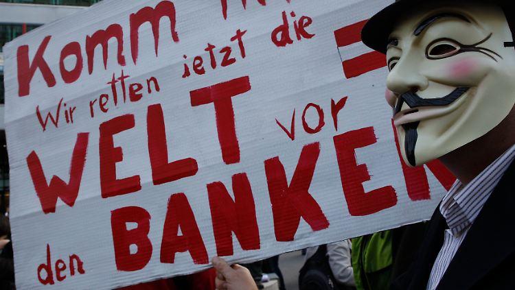 2011-10-15T160212Z_01_LEO03_RTRMDNP_3_AUSTRIA-PROTESTS.JPG5145998397055911254.jpg