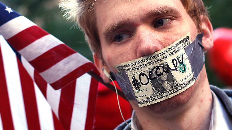 2011-10-17T201352Z_01_SHN612_RTRMDNP_3_USA-WALLSTREET-PROTESTS.JPG6279675995831393606.jpg