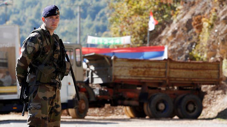 2011-10-19T144441Z_01_MDJ06_RTRMDNP_3_KOSOVO-NORTH.JPG564916875554965410.jpg