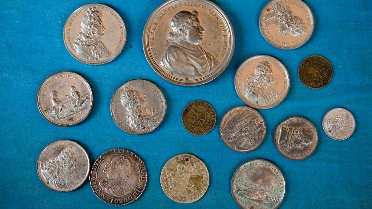 Fundsache Nr 1057 Bibliothek Birgt Wertvolle Münzen N Tvde