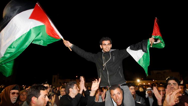 2011-12-18T190135Z_01_JER18_RTRMDNP_3_PALESTINIANS-ISRAEL-PRISONERS.JPG4806972395382270199.jpg