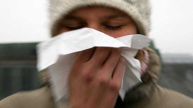 Nichts für Warmduscher: Wer sein Immunsystem stärken und so Erkältungen vorbeugen will, sollte kalte Güsse bevorzugen. (Bild: dpa)