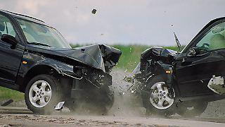 Auf die Stabilität der Karosserien wurde stets größten Wert gelegt und damit auch eifrig geworben. Einen versetzten Frontalcrash von zwei Fahrzeugen mit 50 km/h können die Insassen nahezu unverletzt überstehen.