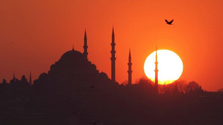 2012-02-19T192837Z_01_IST01_RTRMDNP_3_TURKEY.JPG1431659815242775281.jpg