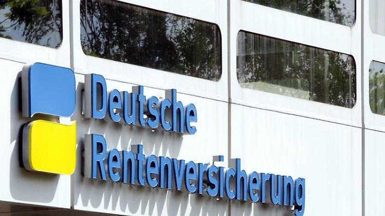 Eingang zur Deutschen Rentenversicherung in Berlin: Ihre Rentenansprüche können Versicherte jetzt auch online abrufen. Foto: Soeren Stache