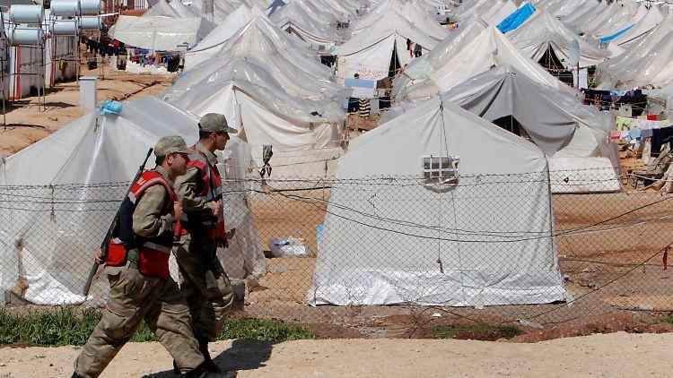 Ein Flüchtlingslager für Syrer in der Türkei. Inzwischen geht die türkische Regierung von 16.000 Flüchtlinge aus und baut weitere Zeltstädte.