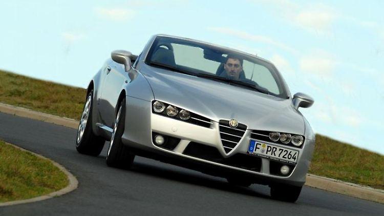 Von 1966 bis 2010 hat Alfa Romeo den Spider in sechs Generationen gebaut. Laut dem ADAC hat der Roadster recht viele, aber eher kleine Macken. Foto: Alfa Romeo