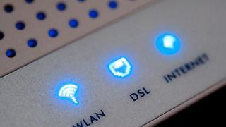 Wer sich nicht um ein sicheres WLAN-Passwort kümmert, macht sich unter Umständen strafbar. Zum Beispiel wenn der Nachbar über das eigene Netzwerk illegal Daten herunterlädt. Foto: Franziska Koark
