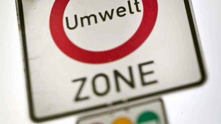 Für «Stinker» verboten: Am 1. Januar erhöht sich die Zahl der innerstädtischen Umweltzonen von 34 auf 40. (Bild: dpa)
