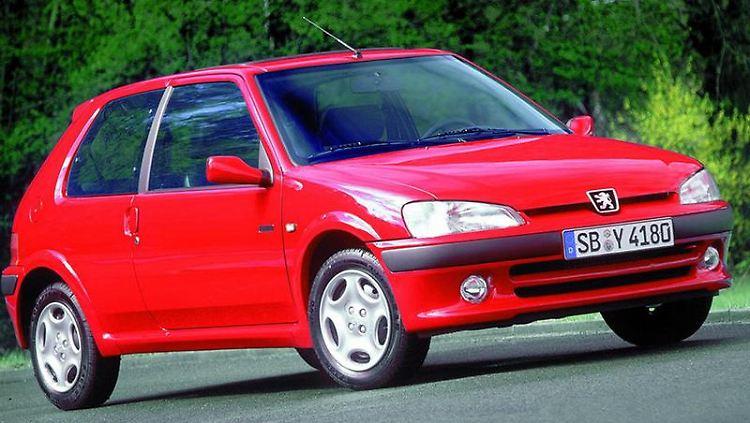 Günstig, aber nicht uneingeschränkt zuverlässig - der Peugeot 106 ist für die eine oder andere Macke bekannt. (Bild: Peugeot/dpa/tmn)