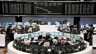 An der Frankfurter Wertpapierbörse (FWB) werden Wertpapiere auf zwei Plattformen gehandelt: vollelektronisch über die Handelsplattform Xetra und im Präsenzhandel der Frankfurter Wertpapierbörse, dem sogenannten Kassamarkt auf dem Parkett.