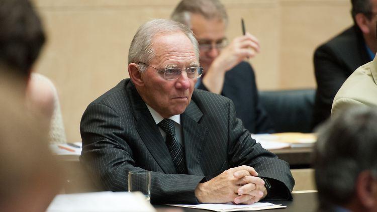 Empörung über Ökonomen-Aufruf: Schäuble reagiert sauer - n-tv.de