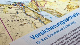 Eine Auslandskrankenversicherung ist gerade für Ziele außerhalb Europas zu empfehlen - andere zusätzliche Policen wie etwa für die Haftpflicht im Urlaub eher nicht. Foto: Andrea Warnecke