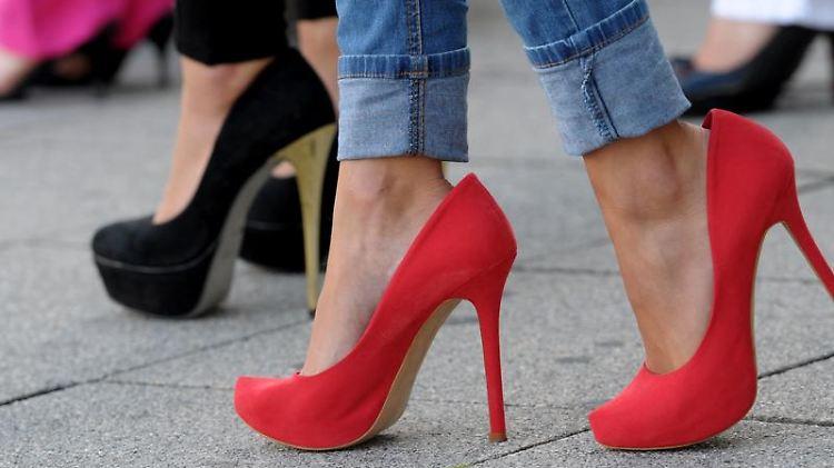 0a916e349d8ec4 Frauen in Stöckelschuhen unerträglich  Mann stiehlt High Heels - n-tv.de