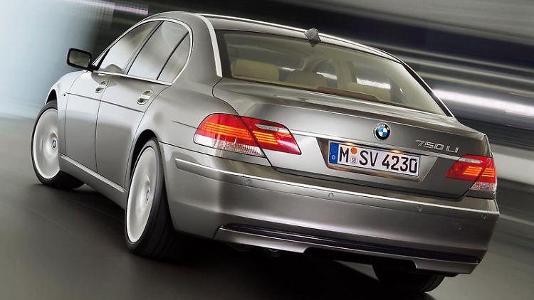 Das Design ist Geschmackssache - die verschiedenen Generationen des 7er BMW gelten jedoch unbestritten als zuverlässig. (Bild: BMW/dpa/tmn)