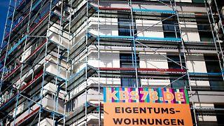 Bau von Eigentumswohnungen im Berliner Stadtteil Kreuzberg: Die Immobilienpreise steigen besonders in den deutschen Metropolen. Foto: Kay Nietfeld
