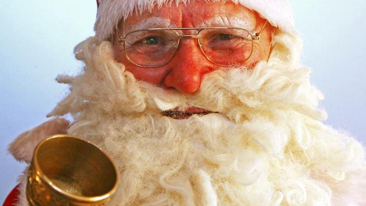 Im Alter weiter jobben? Der Nikolaus-Posten ist für einen rüstigen Senior eine angenehme geringfügige - und saisonabängige - Tätigkeit. Foto: Martin Schutt/Archiv
