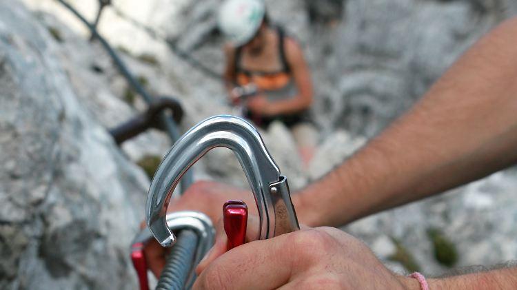 Klettersteig Unfall : Heftige kritik an klettersteig boom oesterreich orf at