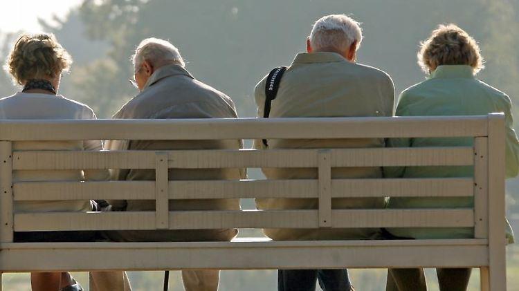Deutsche Rentner geraten zunehmend ins Visier der Finanzämter. Auch wenn sie im einen Wohnsitz im Ausland haben. Foto: Ralf Hirschberger