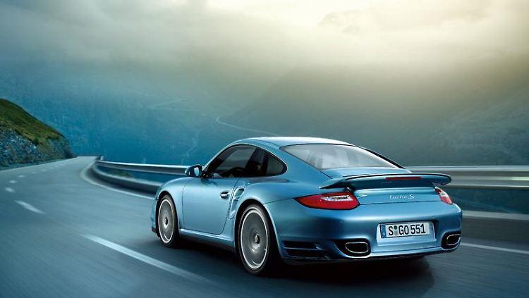 Mehr PS als der normale Turbo: Porsche bringt mit Turbo S ein neues 911er-Topmodell zu den Händlern. (Bild: Porsche/dpa/tmn)