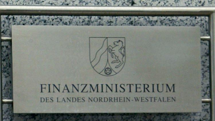 DEU_Schweiz_NRW_Steuer_CD_FRA109.jpg7288902356489908992.jpg