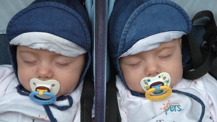 zwillinge schlafen.jpg