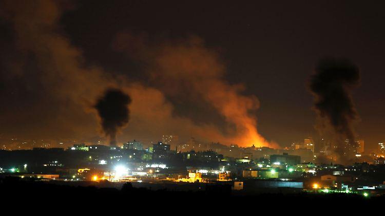 2012-11-14T180749Z_01_JER43_RTRMDNP_3_PALESTINIANS-ISRAEL-HAMAS.JPG2455488162464461907.jpg