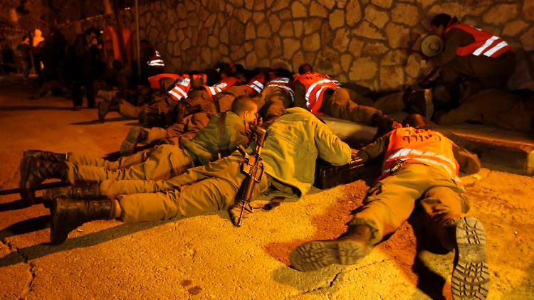 2012-11-15T193119Z_01_JER49_RTRMDNP_3_PALESTINIANS-ISRAEL.JPG8135245037330572579.jpg