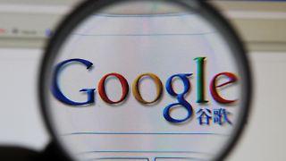 Damit die Menschen in China die Suchmaschine trotzdem weiter benutzen können, wendet Google einen Trick an: Seit Montagabend werden Nutzer von Google.cn auf die Seiten von Google.com.hk umgeleitet.
