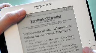 Zeitung lesen am Bildschirm auf dem E-Reader? Viele Deutsche können sich mit dem Gedanken nicht anfreunden.