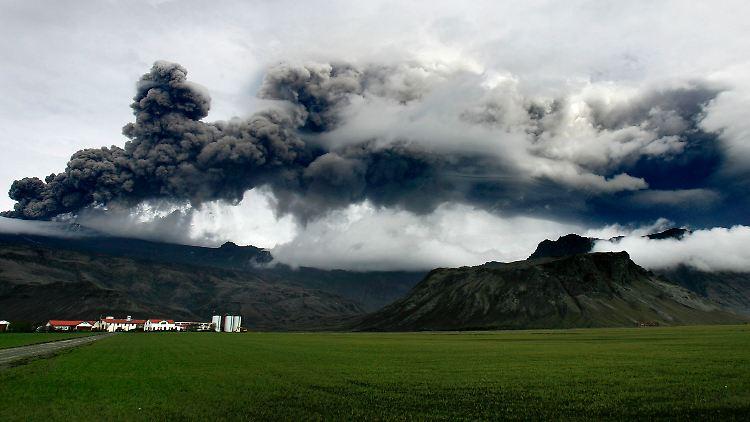 Iceland_Volcano_IBG106.jpg348263913438935712.jpg
