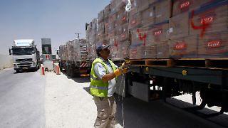2010-06-22T111552Z_01_JER02_RTRMDNP_3_PALESTINIANS-ISRAEL-GAZA-CROSSING.JPG7352386364536769708.jpg