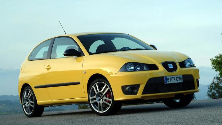 Der Seat Ibiza in der sportlichen Cupra-Version von 2004. (Bild: Seat/dpa/tmn)