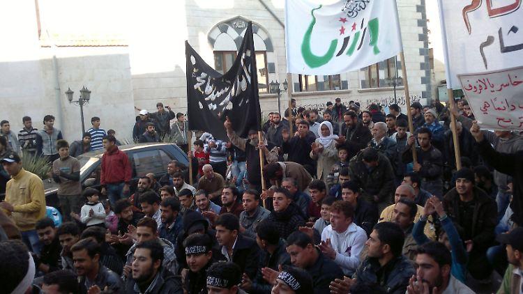 2012-12-16T144434Z_01_AMM05_RTRMDNP_3_SYRIA-CRISIS.JPG3231376652909589116.jpg