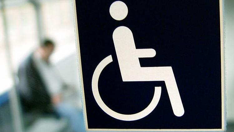 Mit dem Schwerbehindertenausweis können Betroffene Nachteile etwas ausgleichen. Foto: Jens Schierenbeck