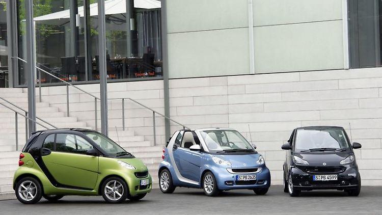 An neuen Farben und Felgen sind die überarbeiteten Smart-Modelle zu erkennen. Auch im Innenraum haben die Entwickler Hand angelegt. (Bild: Daimler/dpa/tmn)