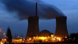 Gerade diese Übertragungsmöglichkeit hatten Umweltverbände immer wieder kritisiert. (Im Bild: Grafenrheinfeld. Druckwasserreaktor der E.ON nahe Würzburg.)