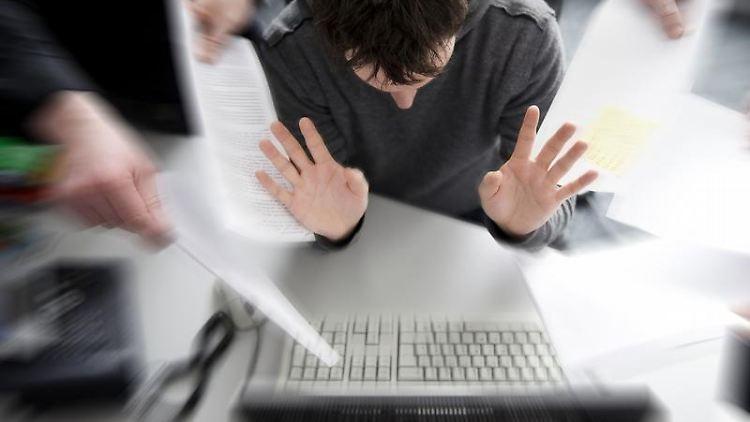 Irgendwann packt man es nicht mehr: Eine wachsende Zahl von Beschäftigten empfindet Psycho-Stress bei der Arbeit. Foto: Jens Schierenbeck